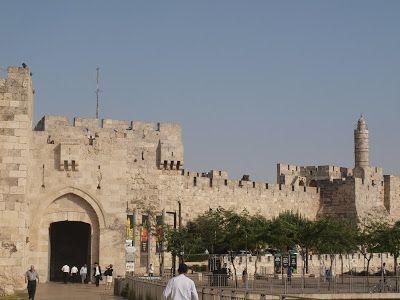 Puerta Jaffa, con torre de David al fondo